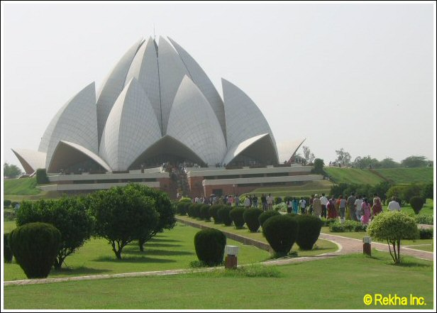 Click here for more pictures of Bahai Lotus Temple, New Delhi.